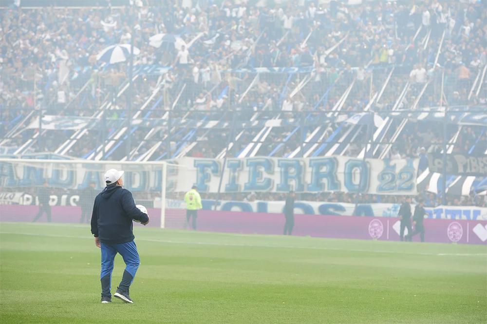 Diego Maradona devient le nouvel entraîneur de Gimnasia La Plata — Argentine
